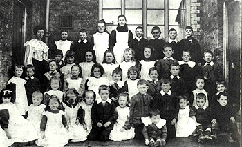 Greenfield schoolchildren about 1900 [Z50/142/46]